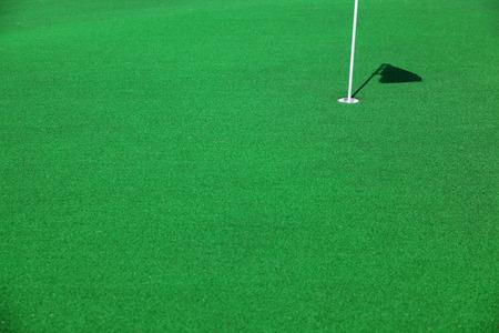 緑のパッティング グリーン ゴルフ コース 写真素材