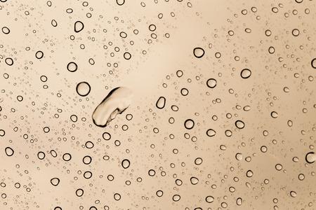 kropla deszczu: Raindrop on mirror with color filter brown