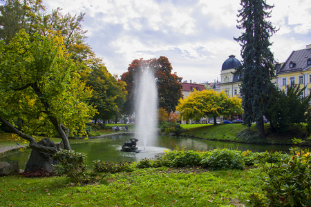 Centraal spapark met meertje - centrum van het kleine West-Boheemse kuuroord Marianske Lazne (Marienbad) - Tsjechië