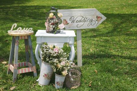 esküvő: Fa kézzel készített üdvözlő esküvői dekoráció jelei Stock fotó