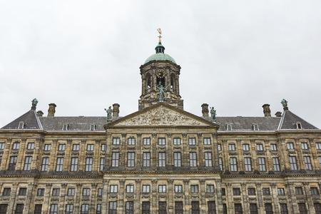 Der Königspalast am Dam-Platz in Amsterdam Niederlande. Erbaut als Rathaus während des Goldenen Zeitalters der Niederlande im 17. Jahrhundert. Editorial