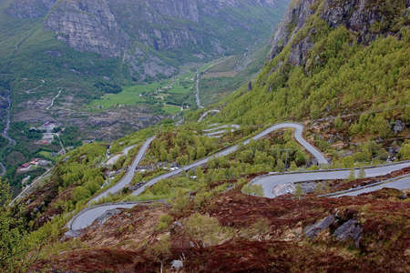 switchback: Sinuous road
