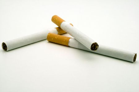 неряшливый: three cigarets on white background