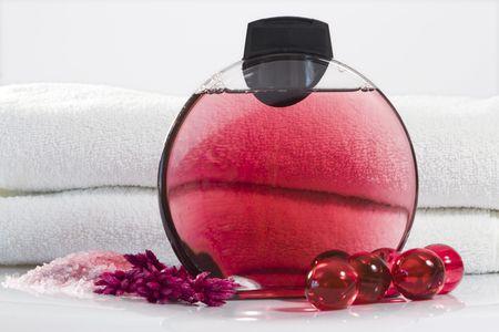 gel douche: Gel douche � l'huile de bain sur fond blanc