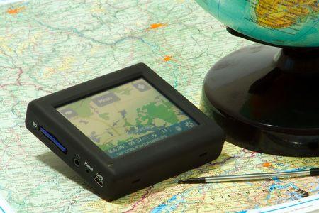 gps navigation: Navegaci�n GPS en un mapa y globo