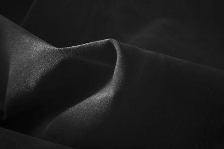 black satin: el suave tejido negro satinado