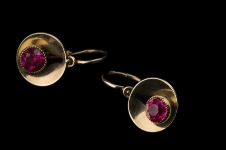 gold earrings photo