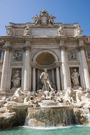 fontana: fontana di trevi in rome