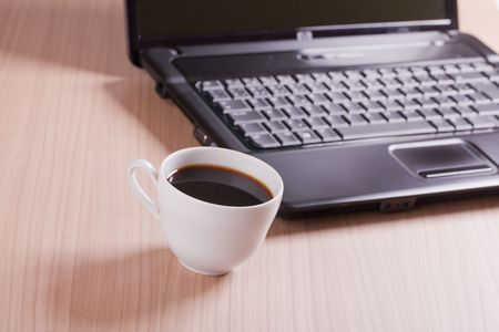 the coffee cup and computer - break in office Stock Photo - 6274085