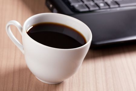 the coffee cup and computer - break in office Stock Photo - 6274004