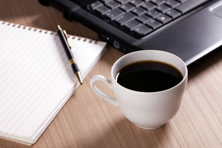the coffee cup and computer - break in office Stock Photo - 6274000