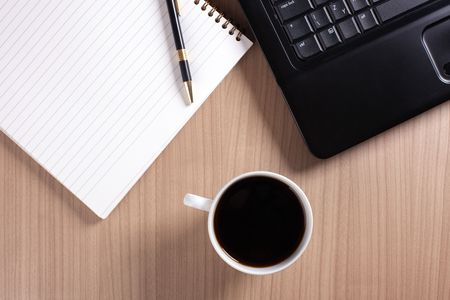 the coffee cup and computer - break in office Stock Photo - 6274058