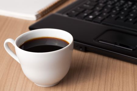 the coffee cup and computer - break in office Stock Photo - 6274110