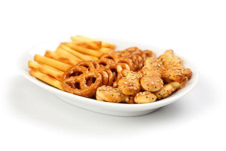 la toma de la foto de los snacks salados  Foto de archivo