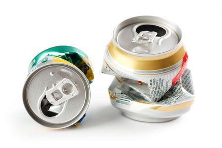 gold cans: Foto sorso di birra schiacciata pu�