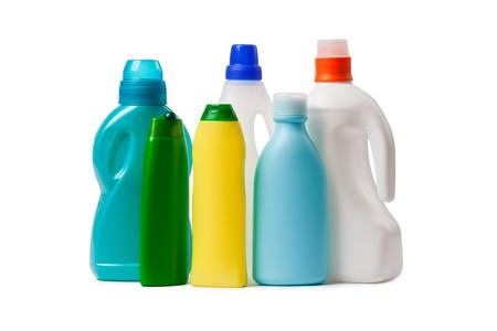 productos de limpieza sobre fondo blanco  Foto de archivo