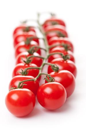 salsa de tomate: Tomates Cherry sobre fondo blanco  Foto de archivo