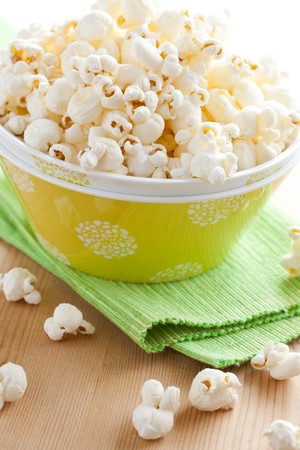 popcorn in bowl Stock Photo - 8113290