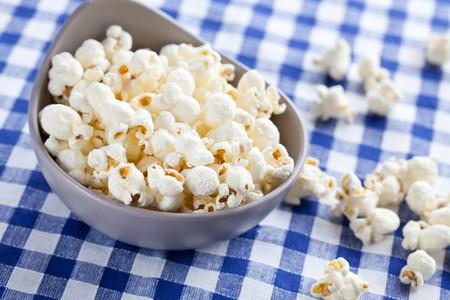popcorn in bowl Stock Photo - 8113293