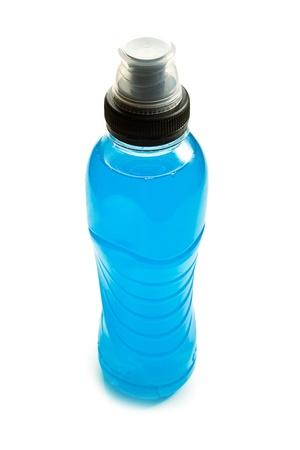 bebidas frias: la bebida de energ�a azul en botella de pl�stico Foto de archivo