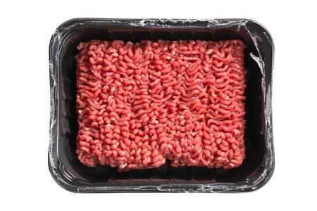 carne picada: carne picada cruda sobre fondo blanco