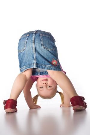 la petite fille montrant son butt