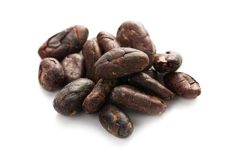 cacaobonen op een witte achtergrond Stockfoto