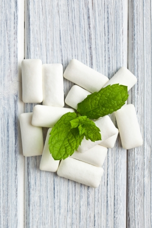 chewing gum: the mint leaves and the chewing gum