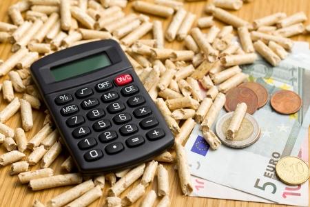 Les granulés de bois que le chauffage écologique et économique Banque d'images - 16215465
