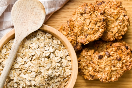 oatmeal cookie: sweet homemade cookie with oat flakes
