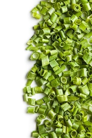 cebollin: cebollinos verdes sobre fondo blanco