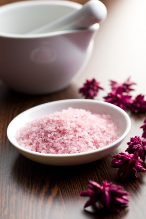 mineral salt: pink bath salt in ceramic bowl Stock Photo
