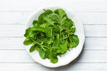 roquette: fresh arugula leaves on plate