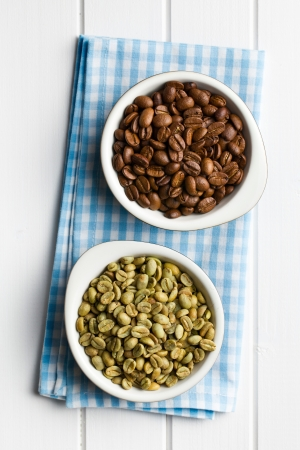 unroasted: top view of roasted and unroasted coffee beans in ceramic bowls