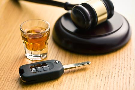 Das Konzept für Alkohol am Steuer Standard-Bild - 26066899