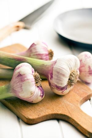 bard: the fresh garlic on cutting bard