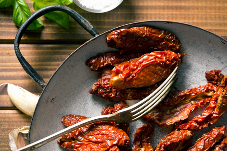domates: sun dried tomatoes in pan