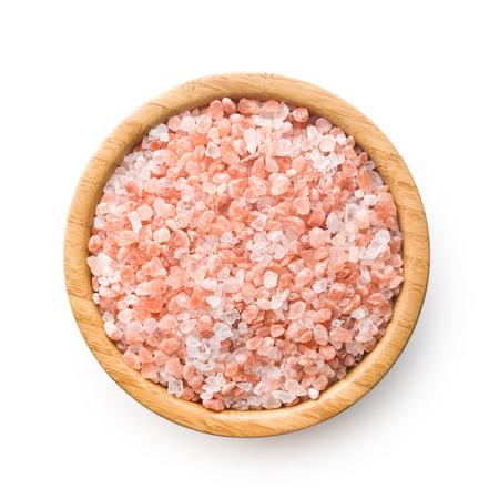 sal: Sal del Himalaya en un recipiente en el fondo blanco