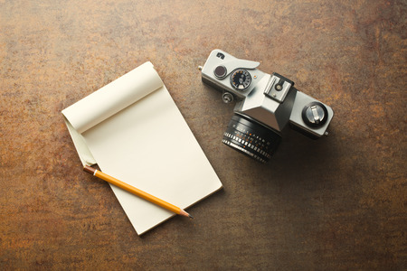 35mm: the old analogue camera and notepad Stock Photo