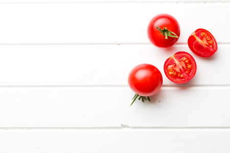 chopped tomatoes  on kitchen table Banque d'images
