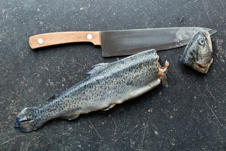 fish rearing: the gutted trout old kitchen table Stock Photo