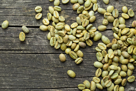 ejotes: green coffee beans on old wooden background Foto de archivo
