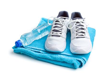 sport concept. fles, schoenen en handdoek op witte achtergrond Stockfoto