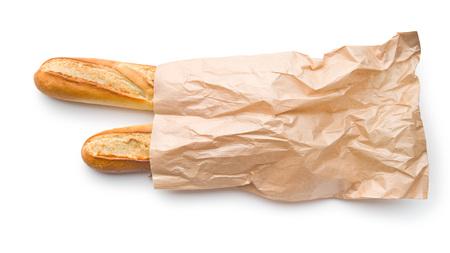 bolsa de pan: baguettes francesas en bolsa de papel sobre fondo blanco Foto de archivo