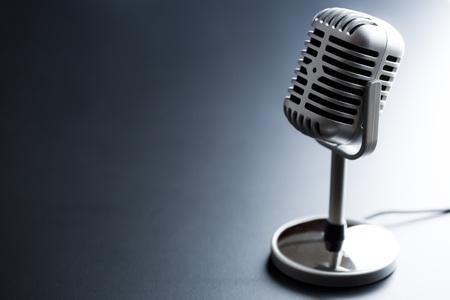 microfono antiguo: el micrófono clásico de plata de la vendimia