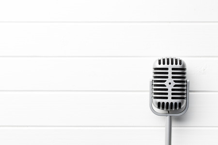 vintage microphone on white wooden background Imagens - 51598166