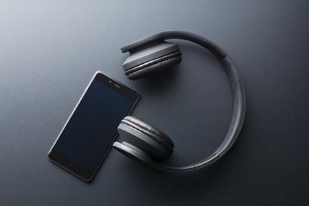 the cellphone and wireless headphones Foto de archivo