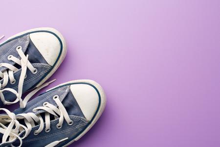 vintage sneakers on violet background Foto de archivo