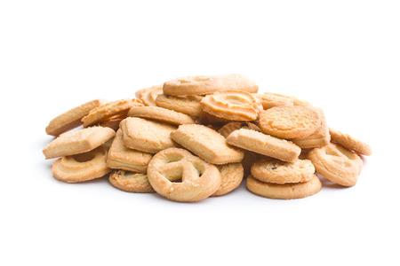 galletas: galletas dulces de mantequilla. Las cookies aislados sobre fondo blanco.