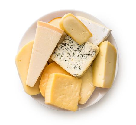 다른 종류의 치즈 흰색 배경에 고립입니다. 평면도.